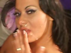 Brunette bombshell pussy waxed tube porn video
