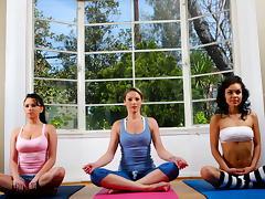 Yoga Munch tube porn video