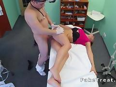 Doctor fucks short haired patient tube porn video