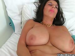 British milf Lulu fucks a dildo tube porn video