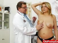 Experiencing pleasures during a lady gyno tube porn video