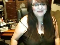 Fat mature slut fingers her gaping beaver tube porn video