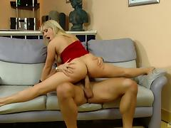 Sexy, flexible MILF does the splits on a younger guy's dick tube porn video