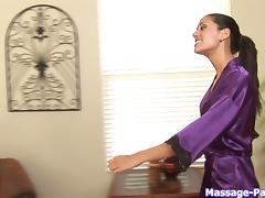 Elegant masseuse uses her talented mouth to blow the guy tube porn video