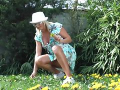 Watch this naughty gardener masturbates while fisting her cave outside tube porn video