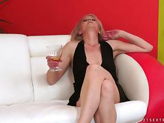 Mature blonde gets her hairy, vintage pussy fucked hard tube porn video