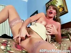 Rubbing her ature hairy cunt tube porn video