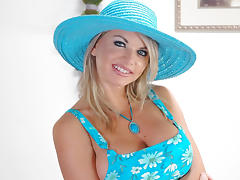 Vicky Vette & Jerry in Housewife 1 on 1 tube porn video