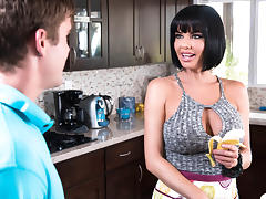 Veronica Avluv & Buddy Hollywood in Banana Nut Muffin - Brazzers tube porn video