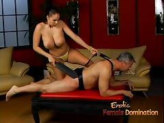 Lusty stunner Gianna Michaels really enjoys spanking a latex tube porn video