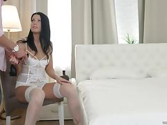 Blindfoleded beauty Akita is in need of a man's warm touch tube porn video