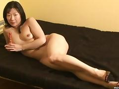 Asian wife wears only heels while toying her trimmed twat tube porn video