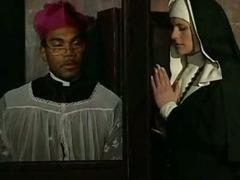 monja le dice al padre que se la despache tube porn video