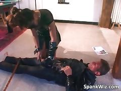 Dirty sexy brunette wearing leather tube porn video