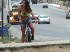 Amateur girl sucking cock beside street tube porn video
