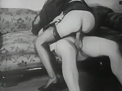 Using Bondage Devices to Reach Orgasm 1940 tube porn video