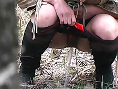 Girl pissing alone in the forest tube porn video