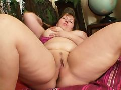 Big naturals on mature tube porn video