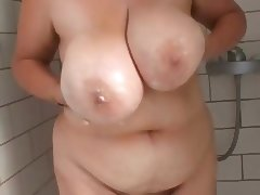 Fat busty hairy wife in the shower tube porn video