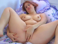 Hardcore babe Heather is penetrating her pussy tube porn video