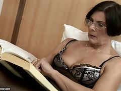 mature lady gets cum on her pubes after being fucked tube porn video