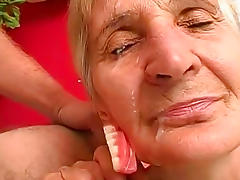 Mature granny fuck in her shaved puss tube porn video