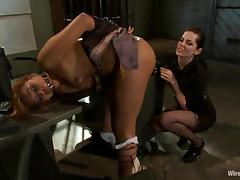 Yasmine de Leon gets toyed by Bobbi Starr in bondage video tube porn video