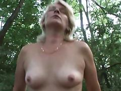 Blonde mature lady in the woods tube porn video