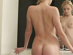 Gorgeous Blonde Ivana Sugar Masturbates in the Bathtub tube porn video