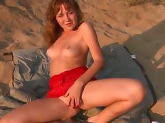 Amazingly hot kitty Eva satisfies herself in solo action tube porn video