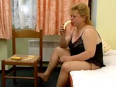Fat blonde Jenna enjoys pounding her fugly hairy cunt with a banana tube porn video