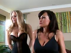 Two musty milfs Julia Ann and Lisa Ann are going lesbian tube porn video