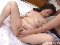 Wake up sex with a curvy Japanese mature lady tube porn video