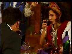 Regina Sipos - Partie de baise au restaurant tube porn video