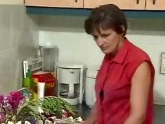 German Granny in the Kitchen R20 tube porn video