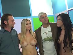Lucky porn fan gets a blowjob from Jennifer White and Brianna Brooks tube porn video
