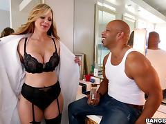 Lovely milf Julia Ann in bra experiences taste of big black cock tube porn video